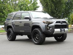 2017 Toyota 4Runner TRD Off-Road / Sport Hood / Navigation / LIFTED - Photo 2 - Portland, OR 97217