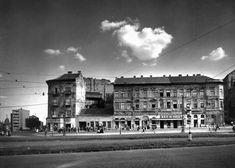 1955. Széna tér. Old Pictures, Old Photos, Vintage Photos, Budapest Hungary, Historical Photos, Arch, Louvre, History, Building