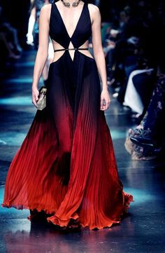 Princípio da gradação --- Roberto Cavalli Fall See all the best looks from Milan Fashion Week, here: Couture Fashion, Runway Fashion, High Fashion, Fashion Show, Fashion Design, Milan Fashion, Dark Fashion, Gothic Fashion, Mode Glamour