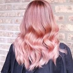 Introducing your everything guide to getting the metallic rose gold hair color trend, whether your natural shade is light, medium or dark. Hair Color Trend, Metallic Hair Color, Hair Color 2018, Gold Hair Colors, Latest Hair Color, Hair Color Pink, Gold Colour, Color Trends, Pink Hair