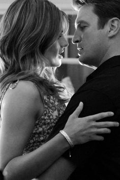 black and white - Stana Katic as Kate Beckett and Nathan Fillion as Richard Castle - Castle Castle Beckett, Tv Castle, Castle 2009, Castle Series, Castle Tv Shows, Nathan Fillion, Stana Katic, Richard Castle, Julie Andrews