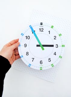'Tell the time' clock - free printable  #speechtherapy http://www.speechtherapyfun.com/