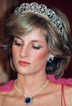Diana, Princess of Wales, attending a reception at the Crest International Hotel during her official tour of Australia. The Princess is wearing the Spencer diamond tiara with the Saudi Arabia. Get premium, high resolution news photos at Getty Images Real Princess, Princess Kate, Princess Of Wales, Princess Diana Tiara, Princess Diana Fashion, Princess Diana Pictures, Lady Diana Spencer, Spencer Family, Princesa Diana