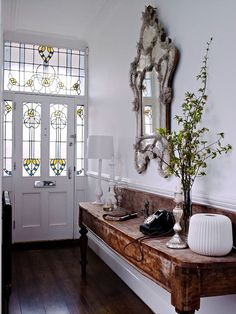 Victorian hallway with beautiful stained glass door Decor, Foyer Decorating, Furniture, Interior, Edwardian House, Victorian Hallway, Hallway Designs, Home Decor, House Interior