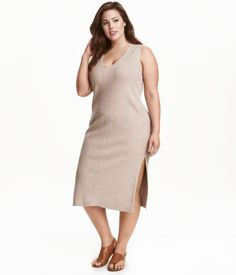 Light taupe. Sleeveless, calf-length dress in a soft rib knit with wool content. V-neck at front and slits at sides.