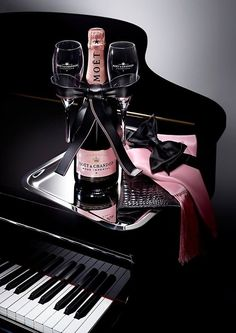 * Moët on the piano *