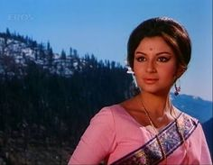 Sharmila Tagore Vintage Bollywood, Indian Bollywood, Bollywood Stars, Bollywood Fashion, Sharmila Tagore, Film Icon, Movie Producers, Vintage India, Indian Movies