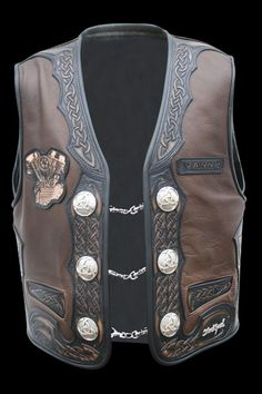 100% Blockhead - Unique Handmade Biker Lederweste / Leather Vest Young Wolf Leather Biker Vest, Motorcycle Leather, Leather Jackets, Beef Barbacoa, Biker Clubs, Medieval Weapons, Leather Carving, Braided Leather, Chopper