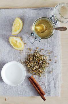 DIY Hair Lightening Spray with Honey   Lemon | http://hellonatural.co/natural-diy-hair-lightening-spray/