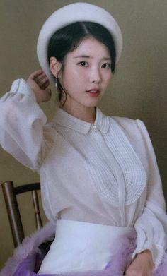 Kpop Girl Groups, Kpop Girls, Korean Celebrities, Celebs, Korean Actors, Luna Fashion, Women's Fashion, Iu Hair, Portrait Poses