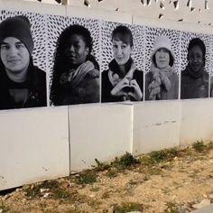 """""""portraits des résidents"""", sur la palissade de la BAM. Inspiré du travail de JR."""