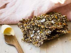 Fröknäcke är riktigt enkelt att baka själv hemma och det blir underbart gott som tillbehör till kvällens grillning! Eller varför inte servera det till en god ostbricka? Men blandade fröer från Risenta får knäcket riktigt god och nötig smak. 