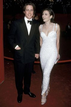 Hugh Grant with then girlfriend Elizabeth Hurley - 21 Throwback Pictures of Hollywood Couples on the Oscars Red Carpet Hollywood Couples, Hollywood Celebrities, Celebrity Couples, Celebrity Weddings, Celebrity Style, Young Celebrities, Celebrity Dresses, Celebrity Photos, Celebrity News