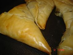Spinach and Cheeze Phyllo Pastries (Sambousek) Spinach Pie, Spinach And Cheese, Cheat Meal, Pastries, Special Occasion, Meals, Ethnic Recipes, Food, Anime