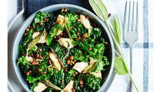 Et godt makkerpar. Kylling og kål klæder bare hinanden i smag og konsistens. Velbekomme. Seaweed Salad, Palak Paneer, Lchf, Sprouts, Avocado, Vegetables, Ethnic Recipes, Food, Lawyer