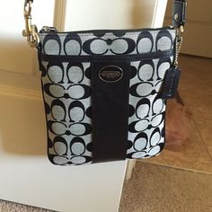 Black Coach Crossbody Purse. It good condition a little black mark on the back shown in the last picture but hardly noticeable. Coach Bags Crossbody Bags