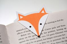 The shape of the origami bookmarks can be also different, using unique designs the bookmarks can be either pointing outside or inside. For instant this bookmark shows different direction than others, also we can see part of it from outside. Creative Bookmarks, Diy Bookmarks, Bookmark Ideas, Printable Bookmarks, Crochet Bookmarks, Diy Paper, Paper Art, Paper Crafts, Diy Marque Page