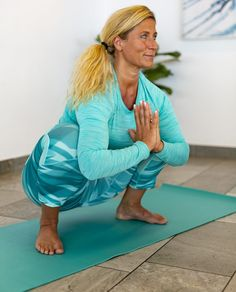 Träna ryggen hemma –5 enkla övningar | Allas.se Health Guru, Health Trends, Sciatica Exercises, Back Exercises, Physical Fitness, Yoga Fitness, Health Fitness, Fitness Motivation, Bra Hacks