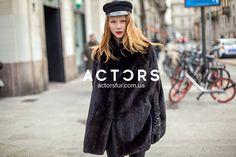 Шуба – кейп создает увлекательный и загадочный образ. Свободный крой выглядит очень романтично и прекрасно смотрится на высоких девушках. В ACTORS Вас ждет самый модный фасон этого сезона – «кокон»  #actors #actorsfur #streetfashion #furstyle #look #mode #style #styles #fashionstyle #fashionworld #мехакиев #шубакиев #mifur2018 #fur2018 #fashionista Fashion Week 2018, Milan Fashion, Actors, Dresses, Vestidos, Actor, Dress, Gowns, Clothes