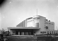 Odeon Cinema, Well Hall Road, Eltham, Greater London before it was finished. The cinema opened in 1936 and was built to the designs of Andrew Mather, a specialist in cinema architecture. Cinema Architecture, Futuristic Architecture, Interesting Buildings, Beautiful Buildings, Cinema Theatre, Arts Theatre, Streamline Moderne, Art Deco Movement, London History