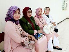 WD.IV dan Ketua-ketua bagian FH-UMI Di Pesantren Darul Mukhlisin Padang Lampe, Pangkep. 2017