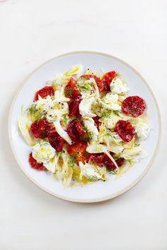 Rezept: Fenchelsalat mit Blutorangen und Büffelmozzarella. Bild: © David Loftus 2014
