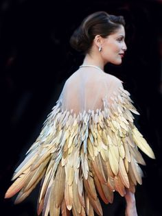 Maybe the most elegant Halloween costume ever? Bird with feathers
