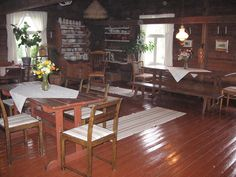 Old living room in Finland Native Country, Scandinavian Home, Log Homes, Outdoor Furniture, Outdoor Decor, Table And Chairs, Country Living, Finland, Countryside
