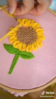 Diy Embroidery Designs, Hand Embroidery Patterns Flowers, Basic Embroidery Stitches, Hand Embroidery Videos, Embroidery Stitches Tutorial, Embroidery Flowers Pattern, Creative Embroidery, Simple Embroidery, Silk Ribbon Embroidery