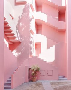 A Postmodern Summer Dream - Apartment Complex La Muralla Roja in Calpe, Spain designed by Spanish architect Ricardo Bofill in 1968 Murs Roses, Pink Houses, Photo Wall Collage, Decoration Design, Pink Walls, Everything Pink, Mandala Design, Pastel Pink, Color Inspiration