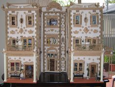 Baroque Italianate Palazzo Dollshouse by Maureen Caelli - Dolls Houses Past & Present (house is wonderful and the interior is breathtaking!)