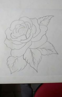 Desenho  de  uma  rosa  . Brush Embroidery, Embroidery Stitches, Embroidery Patterns, Stencil Painting, Fabric Painting, Coloring Books, Coloring Pages, Tole Painting Patterns, Rose Art