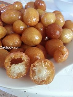 Way float Ptqrh penny until the second day step by step with photos Ramadan Desserts, Ramadan Recipes, Sweets Recipes, Cooking Recipes, Middle East Food, Middle Eastern Desserts, Arabic Dessert, Arabic Sweets, Palestinian Food