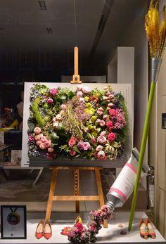 Window display: trendvm: Chelsea In Bloom: Kate Spade, Heals, Jigsaw & LK Bennett, London Spring Window Display, Store Window Displays, Retail Displays, Florist Window Display, Arte Floral, Flower Shop Design, Flower Shop Decor, Flower Shop Displays, Decoration Vitrine