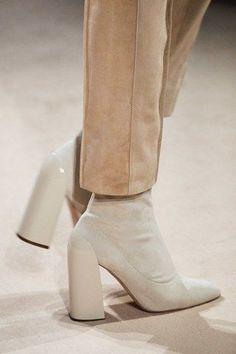 Hermès Fall 2019 Ready-to-Wear Fashion Show Herm¨¨s Fall 2019 Ready-to-Wear Fashion Show – Vogue Dr Shoes, Cute Shoes, Me Too Shoes, Shoes Heels, Shoes Sneakers, Look Fashion, Fashion Shoes, Winter Fashion, Womens Fashion