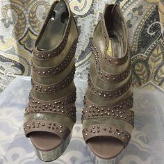 Platform peep toe heels Grey/platinum peep toe heels Wild Pair Shoes Platforms