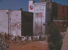 Sandbagging during 1993 flooding in downtown Alton, Illinois.