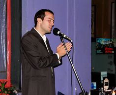 Ladislao Hanczyc, canto lírico para compañía urbana