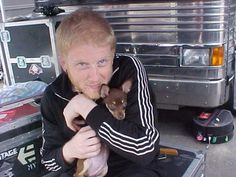 Naw look at Bob and Olivia💕(Gerard's dog, not sure if he still has her now, or if she's even alive, I hope she is! She's adorable) Multimedia, Bob Bryar, Mikey Way, Black Parade, My Chemical Romance, Fandoms, Emo, Ray Toro, Punk