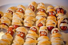 Need some finger food ideas for your next party, event, or celebration? We love more than just sweet treats! Showing off some great snack ideas that your guests are sure to enjoy! Easy Party Food, Party Snacks, Appetizers For Party, Austrian Recipes, Pigs In A Blanket, Party Finger Foods, Empanadas, Food Photo, Hot Dogs