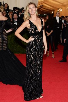 Gisele Bündchen in Balenciaga - Met Gala 2014 Gisele Bundchen, Met Gala Red Carpet, Red Carpet Gowns, Elizabeth Hurley, Celebrity Red Carpet, Celebrity Style, Emilio Pucci, Fashion News, Fashion Models
