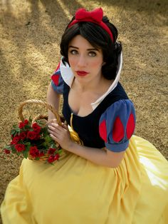 Snow White Cosplay--I usually don't pin these type of things but this is spot-on! Congrats to whoever made this!