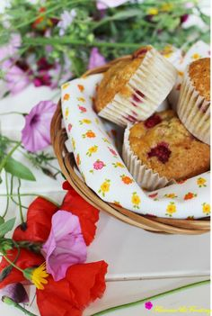 Raspberry Muffins http://flavoursandfrosting.blogspot.com.es/2014/04/raspberry-muffins.html #foodie #blogging #foodbloggers #yummy #muffins #raspberry #rico #frambuesas #magdalenas
