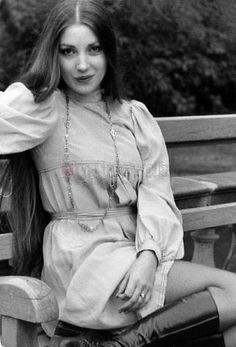Really Short Hair, Black And White Stars, East Of Eden, Jane Seymour, Boho Life, British American, Wedding Crashers, Beautiful Celebrities, Portrait