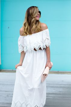 b0e0a3c822 Cella Jane    Fashion + Lifestyle Blog  Romantic Lace Saias Vistosas