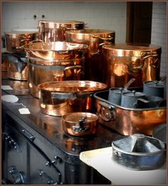 Antique Copper Pots And Pans Kitchen Pantry, Kitchen Aid Mixer, Copper Pans, Gastro, Copper Rose, Rose Gold, Zinn, Copper Kitchen, Le Chef