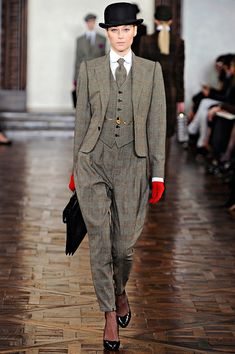 New York fashion week fall winter Ralph Lauren Tweed Suit Women, Looks Style, My Style, Tweed Run, Shopper, Business Outfits, Suits For Women, Retro Fashion, Winter Fashion