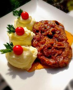 Szaftos sült hagymás tarja, a hús így fenségesen puha lesz! - Ketkes.com Mashed Potatoes, Waffles, Beef, Breakfast, Ethnic Recipes, Food, Ideas, Whipped Potatoes, Meat