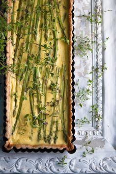 Asparagus tart with caramelized onions _Me gusta mucho el estilo del blog, las fotos, y la filosofia de la autora q es lituana y vive en Escandonavia