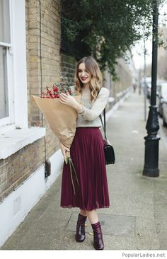 midi-burgundy-skirt-and-boots-with-a-grey-blouse